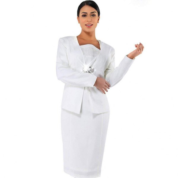 Knee-length shift dress made of white lace with a casual jacket