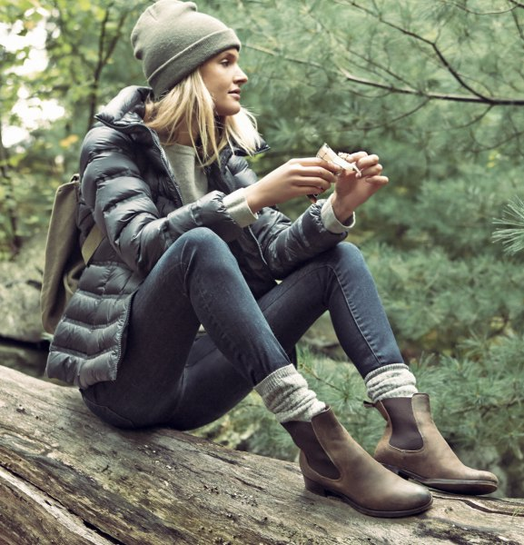 gray down jacket with skinny jeans and camel walking shoes