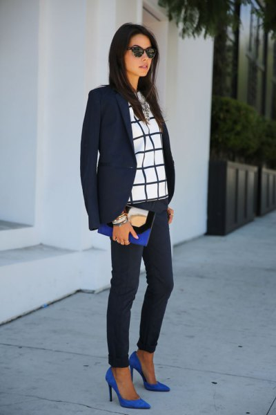 black blazer with dark blue skinny jeans and dark blue ballerinas