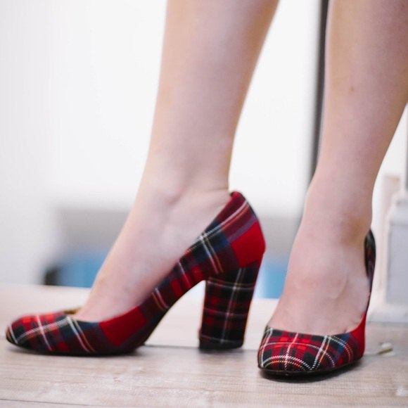 red and black checkered ballerinas with white shirt and pencil skirt