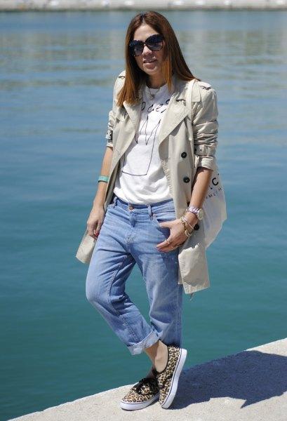 Light pink longline blazer with light blue boyfriend jeans with cuff