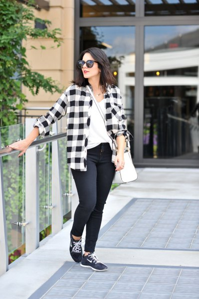 plaid boyfriend shirt with skinny jeans and black hiking shoes