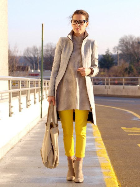 gray longline blazer with a ribbed sweater and yellow trousers