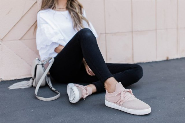 white oversized t-shirt with black skinny jeans and light pink hiking shoes