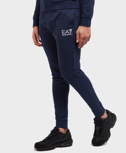 black sweatshirt with narrow fleece pants