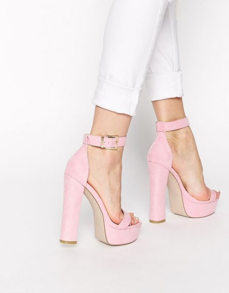 white skinny jeans and light pink platform heels