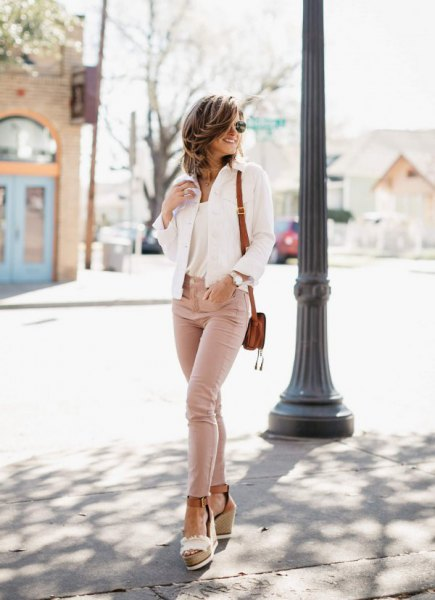 white blazer with blushing skinny jeans and light pink platform heels with open toes