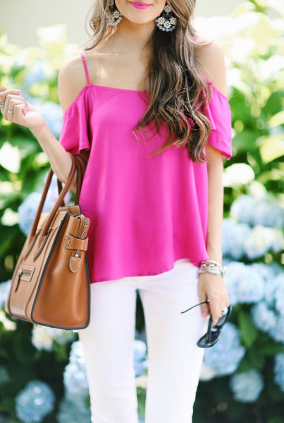 pink cold shoulder blouse with white jeans and brown handbag