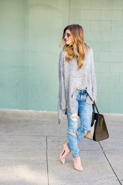 gray oversized sweater in gray with boyfriend jeans and blushing pink heels