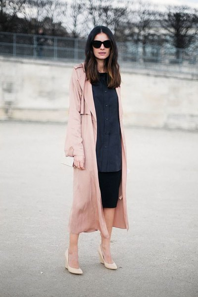 Dark blue shirt dress with button closure, pink trench coat with long lines and blushing heels