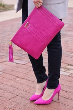 pink clutch with gray long blazer and dark skinny jeans