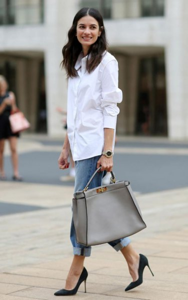 white shirt with buttons, blue boyfriend jeans with cuffs and pink purse