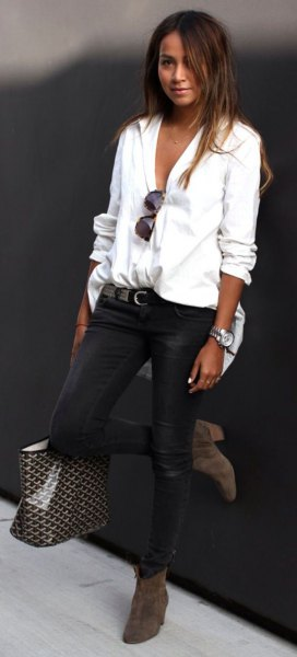 buttoned linen shirt with black skinny jeans and ankle boots