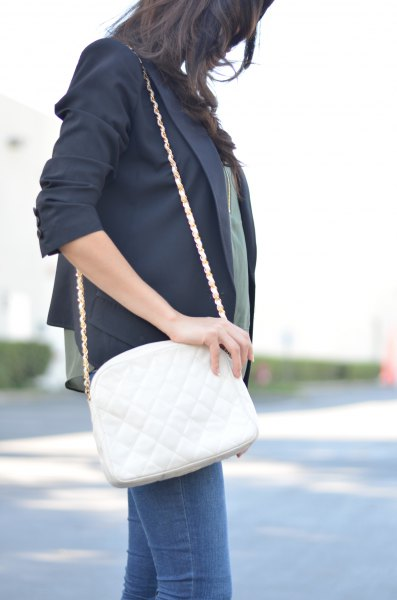 black blazer with blue skinny jeans and white leather shoulder bag