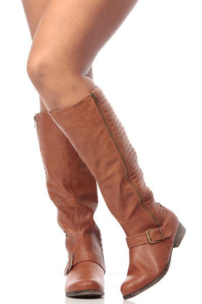 knee high boots made of brown leather with zipper and gray sweater dress