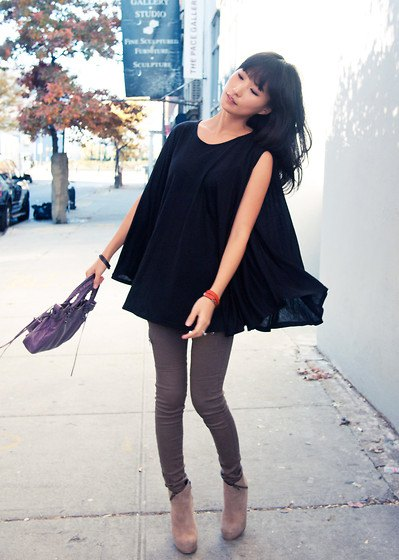 black chiffon tunic blouse with gray skinny jeans and short suede boots with zip
