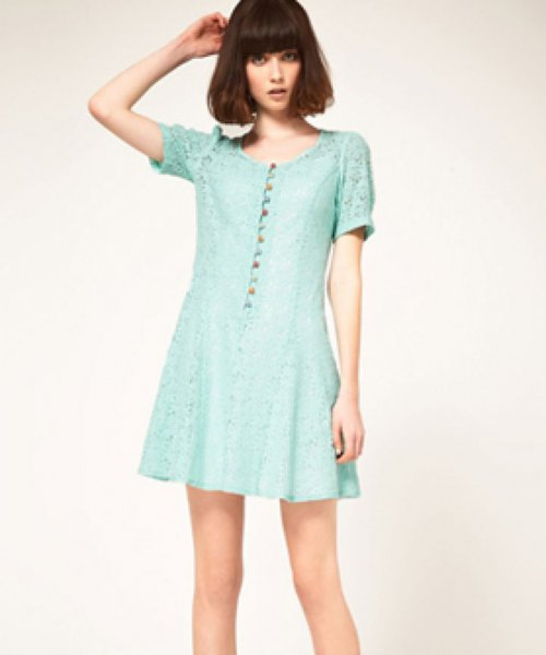 Mini green dress with lace sleeves and buttons