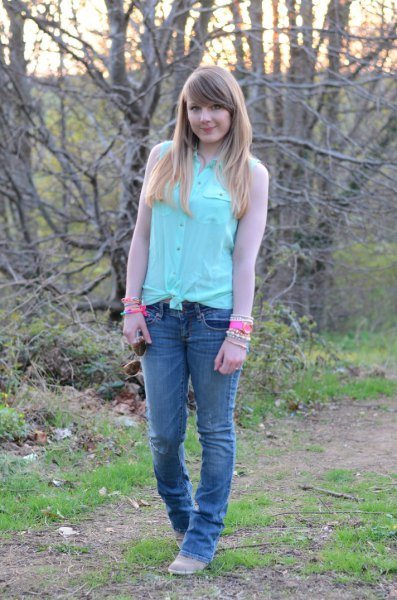 knotted shirt with mint chiffon sleeves and slim jeans