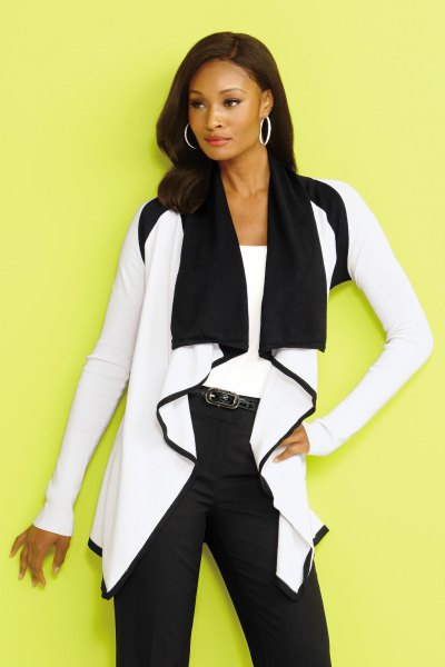 Ruffled cardigan with white and black shawl collar and skinny jeans