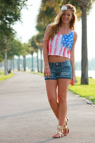 Short tank with an American flag, denim shorts and gold sandals