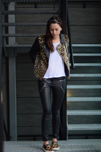 Jacket with leopard print, biker pants and chiffon blouse