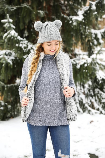gray sweater with vest and skinny jeans
