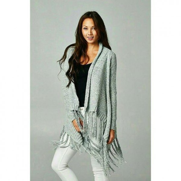 gray cardigan with fringes and white skinny jeans
