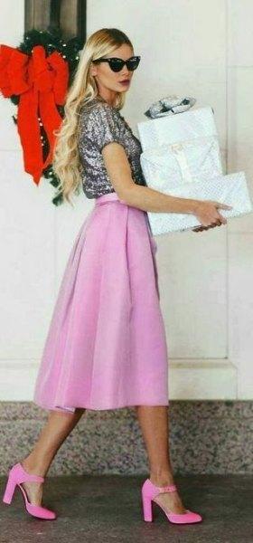 Short-sleeved shiny T-shirt with a pink midi chiffon skirt