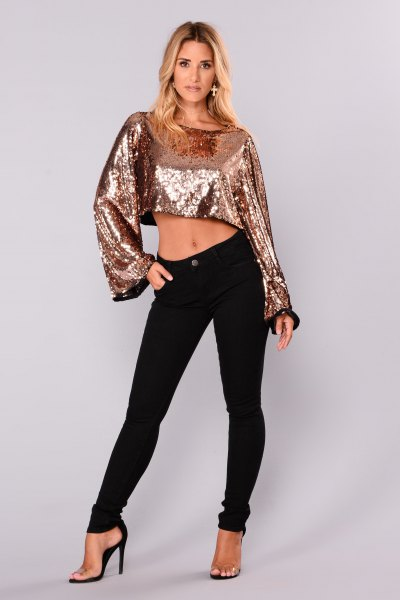 short silver sequin blouse with black skinny jeans