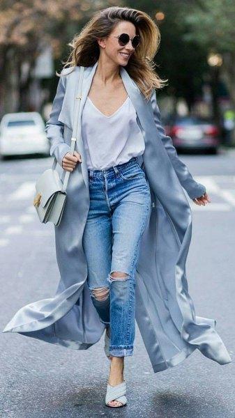 purple maxi blazer with white v-neck tank and boyfriend jeans