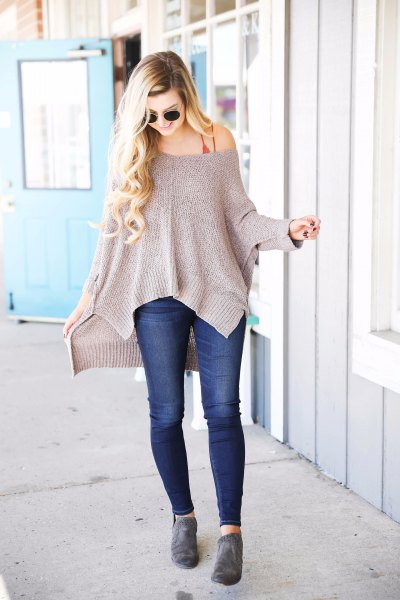 gray strapless sweater with dark blue skinny jeans