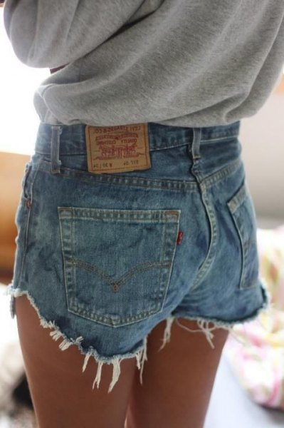 heather gray sweatshirt with blue Levis jeans shorts with high waist