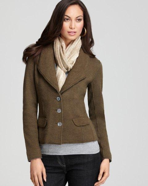 brown blazer with dark blue skinny jeans
