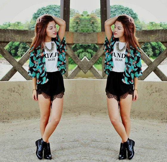 black and white cardigan with tribal print and high-cut shorts with scalloped hem