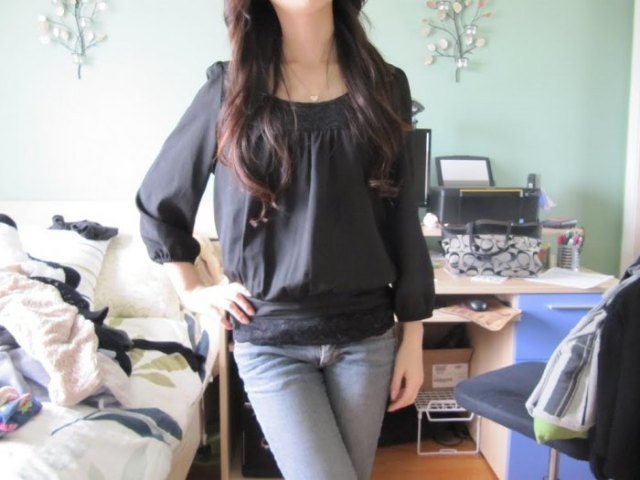 gray chiffon top with a boat neckline and light blue skinny jeans