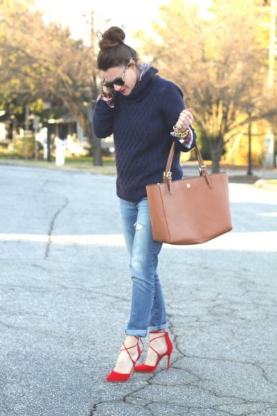 black knit sweater with blue jeans with cuffs and red heels