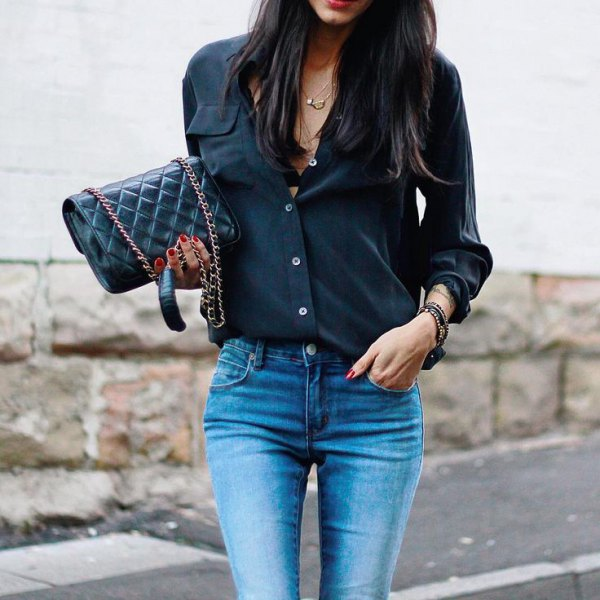black, slim-cut shirt with buttons and light blue skinny jeans