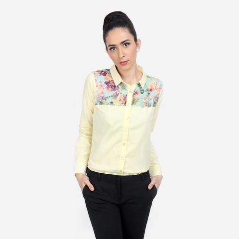 light yellow shirt with floral pattern and black skinny jeans