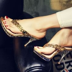 golden high-heeled flip flops with ivory tubular pants