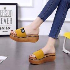 mustard yellow flip flops with dark blue skinny jeans