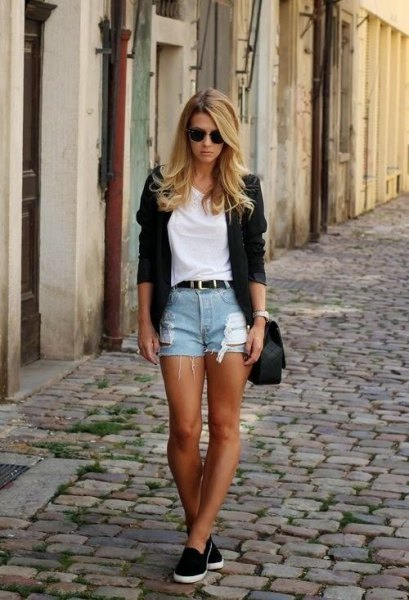 white t-shirt with black blazer and light blue denim shorts with belt
