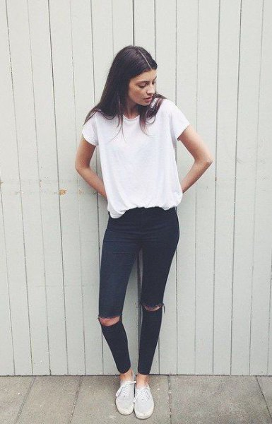 white oversized t-shirt with black jeans with ankle tear and canvas sneakers