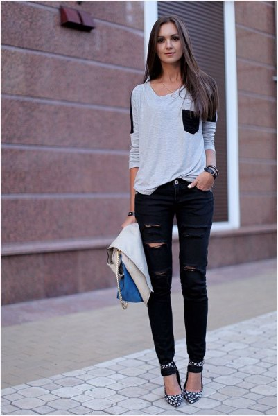 Light gray sweater with a scoop neck, torn jeans and heels with a leopard print
