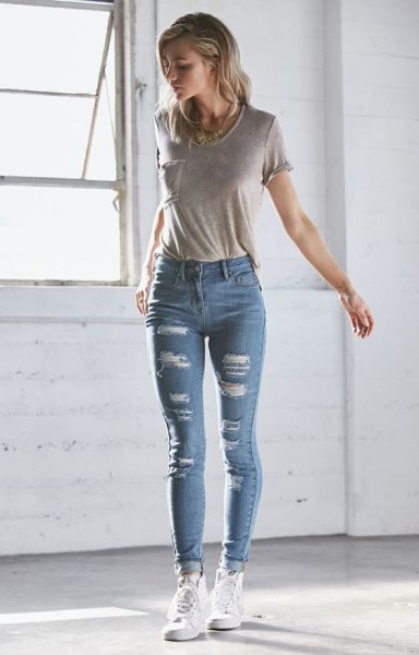 gray t-shirt with pocket front and light blue skinny jeans