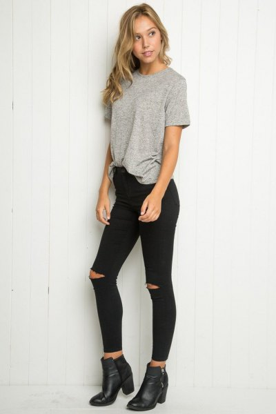 gray oversized t-shirt with black skinny jeans and leather boots