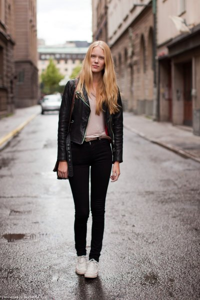 black leather jacket with light pink t-shirt and skinny jeans