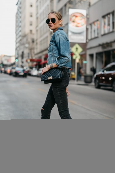 blue denim jacket with black skinny jeans and open toe heels