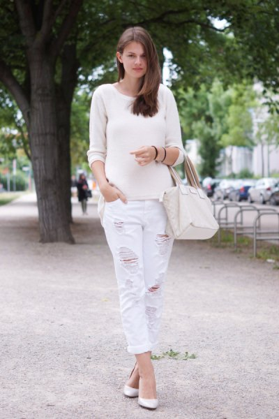 white sweater with scoop neck and matching boyfriend jeans with ripped