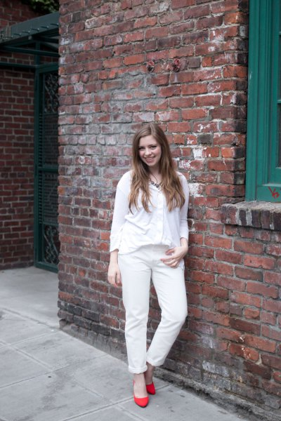 white long-sleeved t-shirt with V-neck, matching boyfriend jeans and orange heels