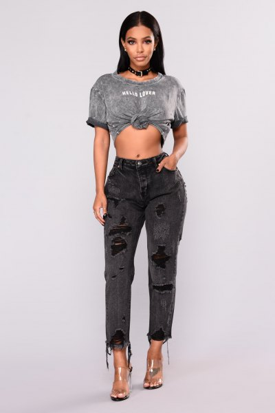 gray knotted t-shirt with black boyfriend jeans and transparent heels